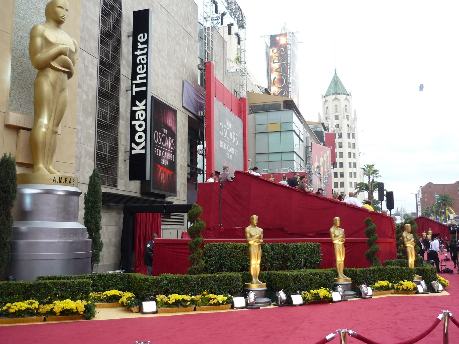 52e821564fe55_red_carpet_at_81th_academy_awards_in_kodak_theatre