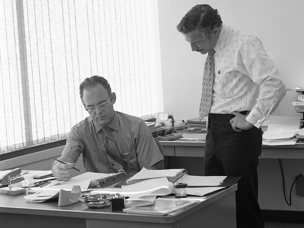 Robert Noyce i Gordon Moore 1970 u Intelu